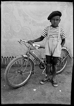 black and white portraits of the residents of Bamako, Mali from 1948 to 1960.